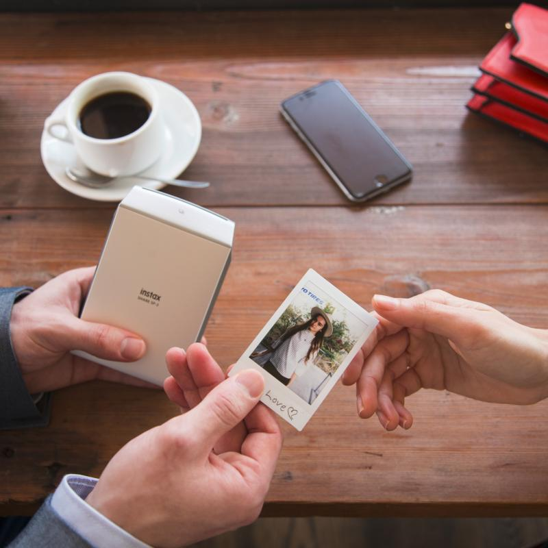 Znáte mobilní tiskárnu Instax Share SP-2?