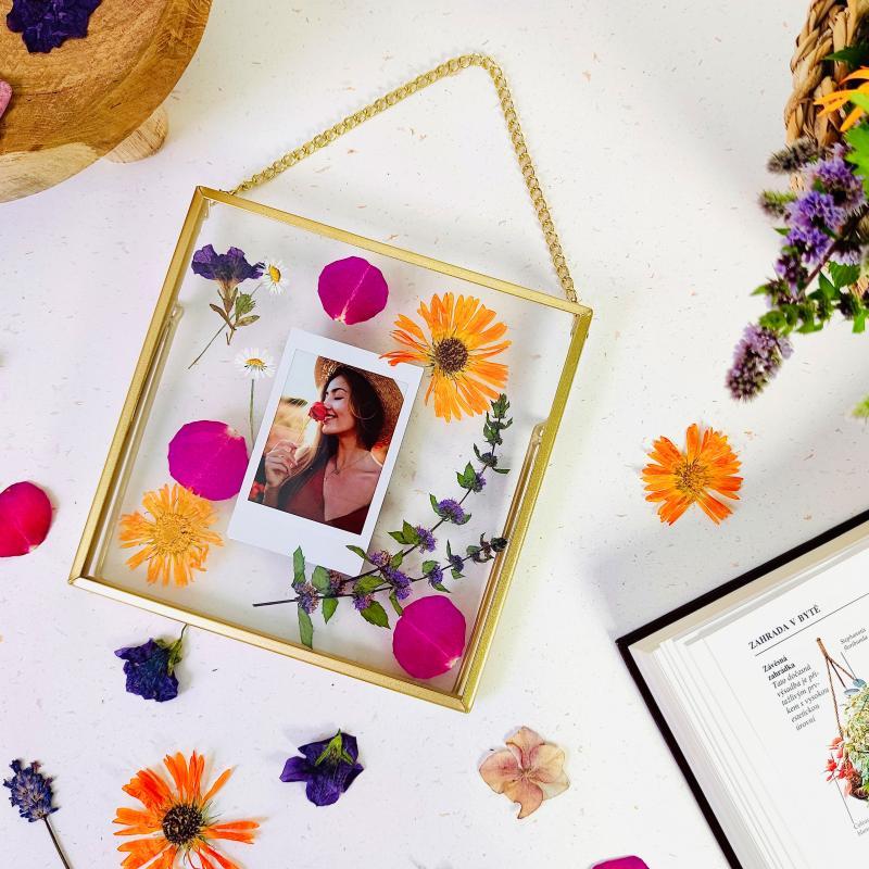 Tvoříme s Instaxem: Květinový rámeček